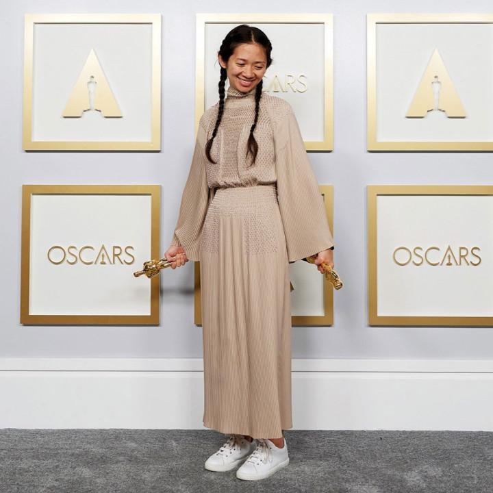 Хлоя Чжао в Hermes на 93-ей церемонии премии «Оскар» 2021 года: лучшие наряды красной дорожки