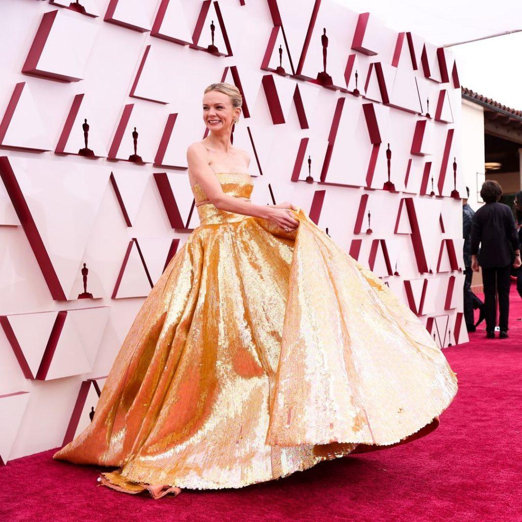 Кэри Маллиган в Valentino Haute Couture SS21 на 93-ей церемонии премии «Оскар» 2021 года: лучшие наряды красной дорожки