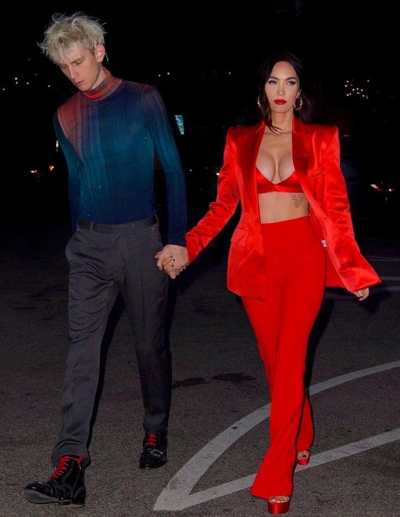 Брюнетке Меган Фокс очень идет красный цвет. Для празднования своего 35-летия актриса выбрала красный костюм ALEX PERRY, который был мгновенно распродан после публикации этого снимка.