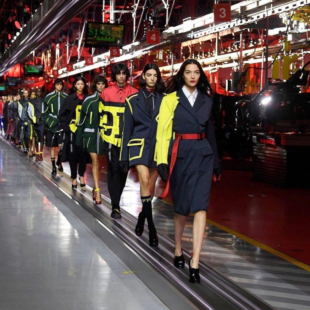 Показ новой коллекции Ferrari SS 2021 прошел на заводе в Маранелло, где собирают автомобили